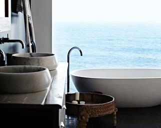 Freestanding bath overlooking the ocean