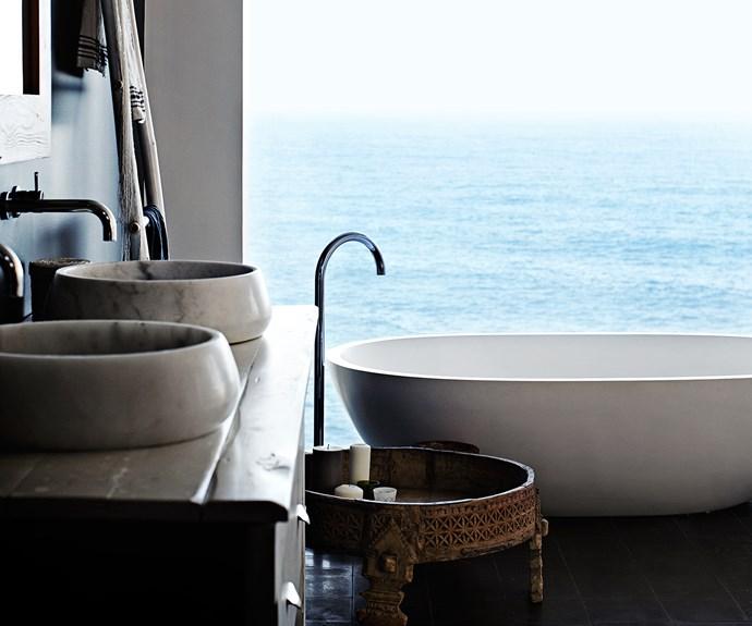 Freestanding bath overlooking the ocean