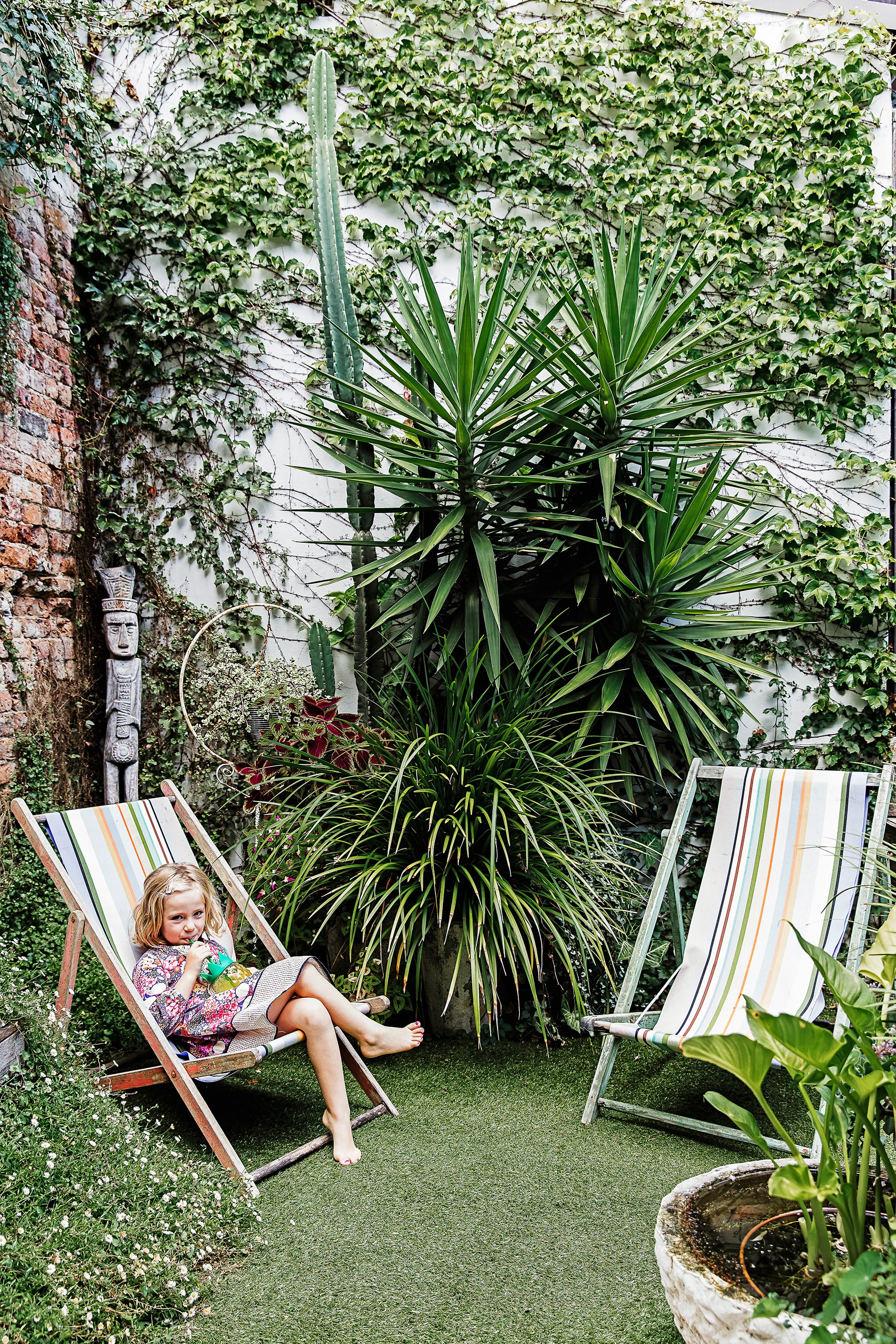 """In this urban oasis of a [home in Surry Hills](http://www.homestolove.com.au/concrete-jungle-step-inside-the-ultimate-urban-oasis-3487