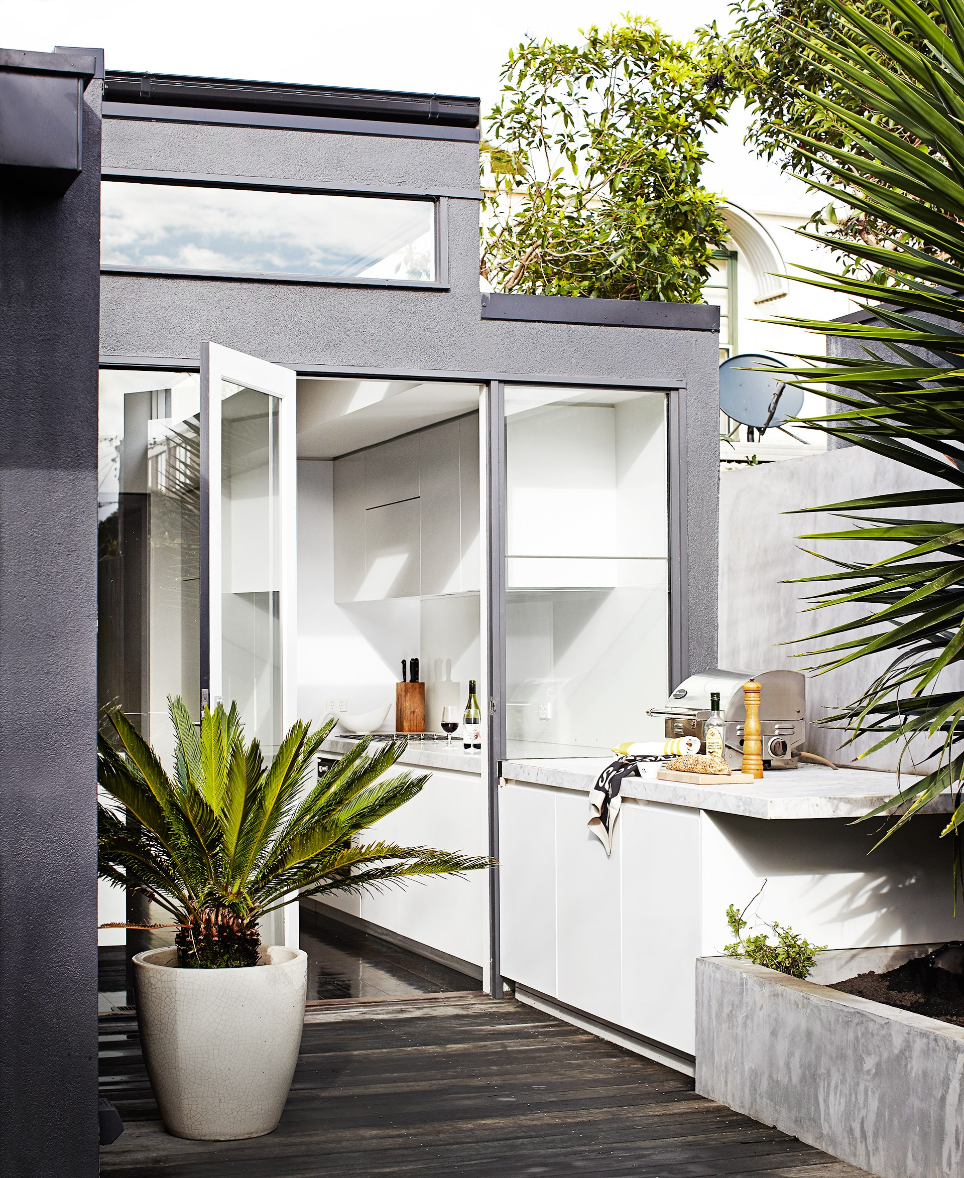 "The extension of the marble kitchen bench to the outdoor barbecue area creates a luxurious outdoor kitchen in this [sophisticated Melbourne villa](http://www.homestolove.com.au/inner-city-villa-with-a-timeless-cool-appeal-3509|target=""_blank""). Photo: Sharyn Cairns"
