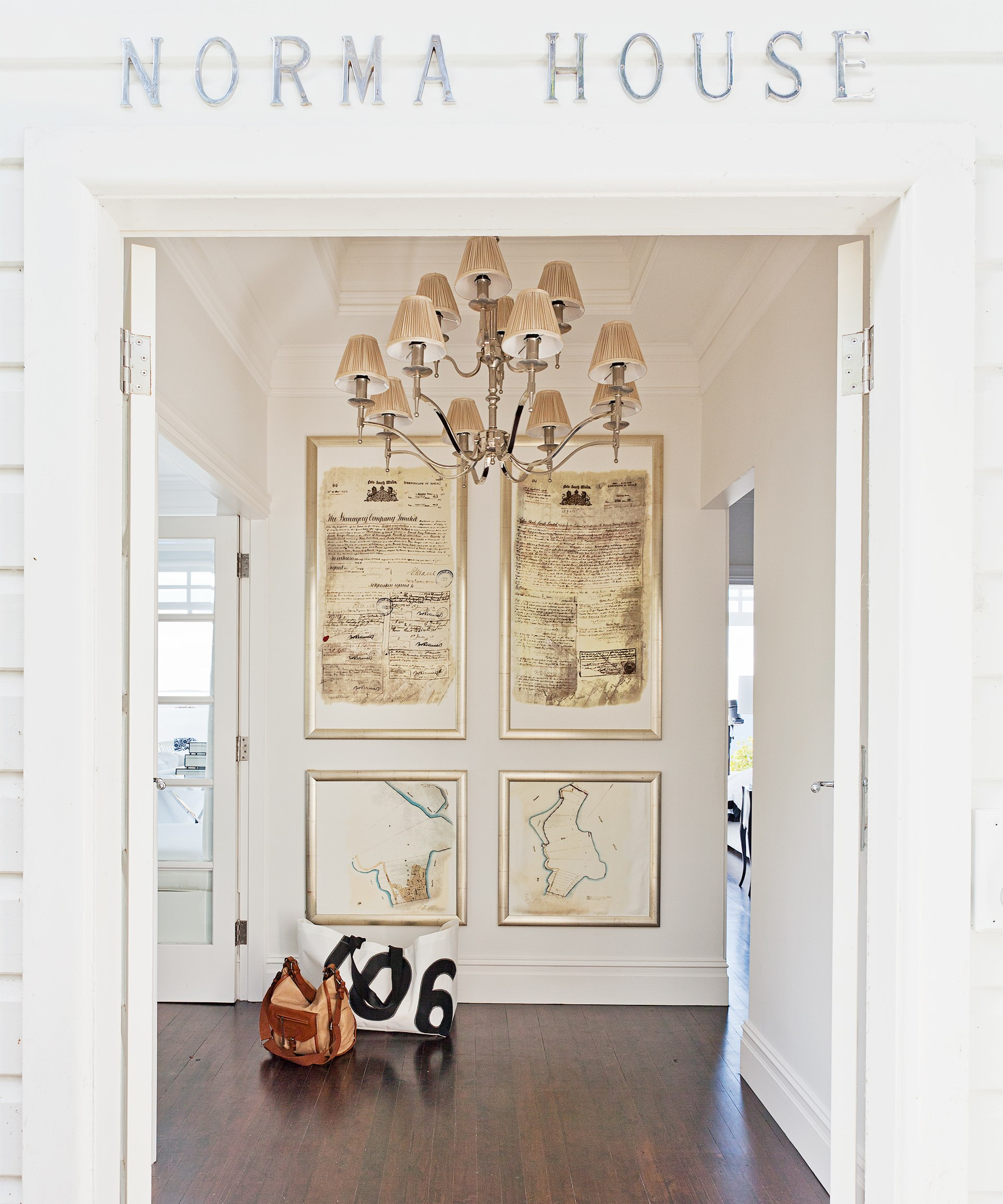 "This [Sydney northern beaches home](http://www.homestolove.com.au/how-to-get-the-hamptons-look-3523|target=""_blank"") takes inspiration form the decorating style of the Hamptons, a seaside holiday destination on the north-east coast of the US."