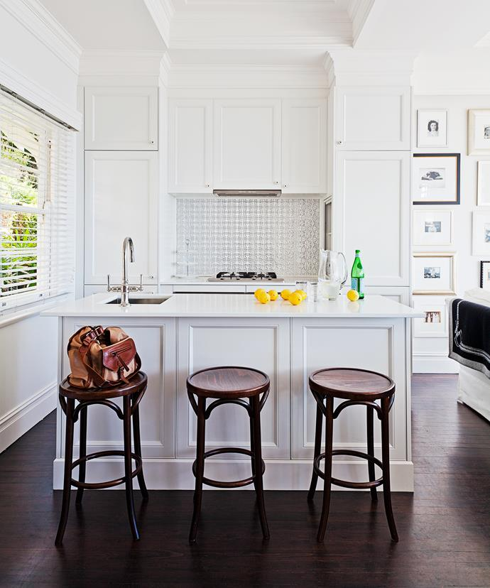 "The kitchen of this [Hamptons-style home](http://www.homestolove.com.au/how-to-get-the-hamptons-look-3523|target=""_blank"") nails the breezy seaside look! With a predominately white palette, the devil is in the details, with mouldings, taps and tiles all adding layers and textures. *Photo: Felix Forest*"