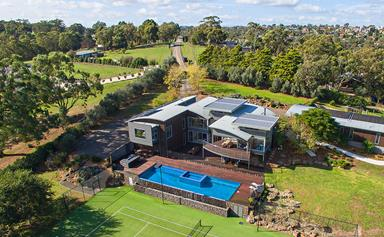 Comedian Peter Helliar lists his sprawling family home