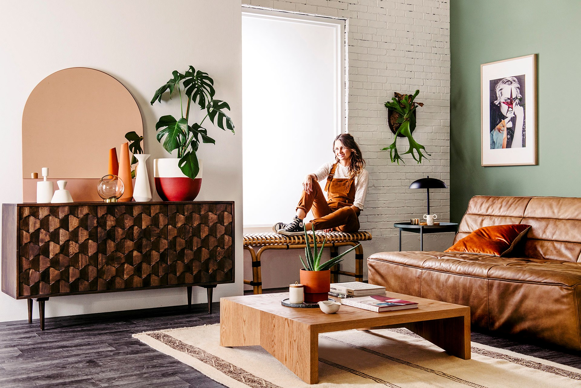 Stylist Tahnee Carroll brings her dream living room to life, creating a cool mid-century retro look with tan leather, hints of timber and earthy terracotta tones, freshened up with vibrant indoor greenery. [> Shop the look here.](http://www.homestolove.com.au/stylist-tahnee-carroll-creates-her-dream-living-room-3555) Photo: Lauren Bamford / real living