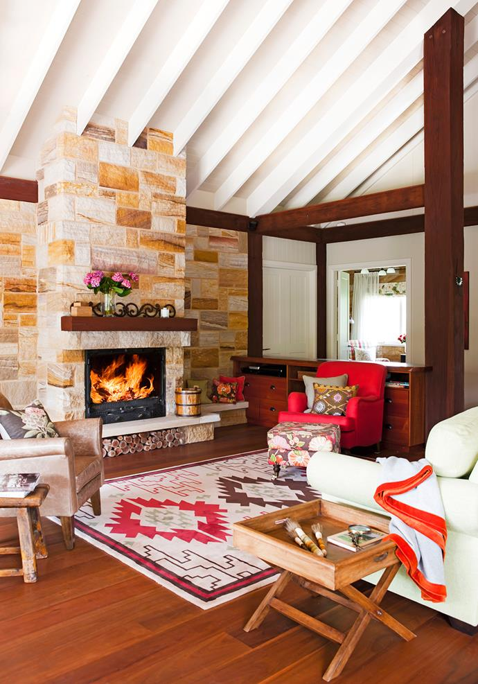 "Country hospitality is the order of the day at Allynbrook Park. in winter, the owners and guests congregate by an [open fire](http://www.homestolove.com.au/7-cosy-fireplaces-that-will-warm-your-heart-3475|target=""_blank"") in the comfortably appointed living area."