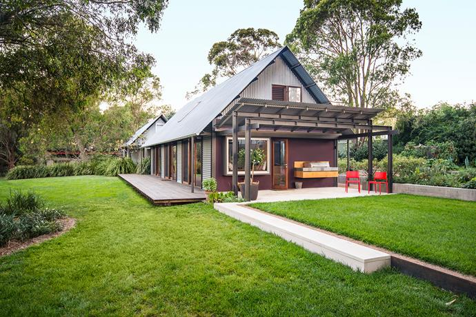 """The original half of the house David and Wendy have called home since 1993 features open-plan, glass-walled living areas, """"touching the earth lightly"""" to paraphrase Australian architect Glenn Murcutt."""