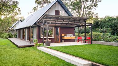 A country house that sheds convention