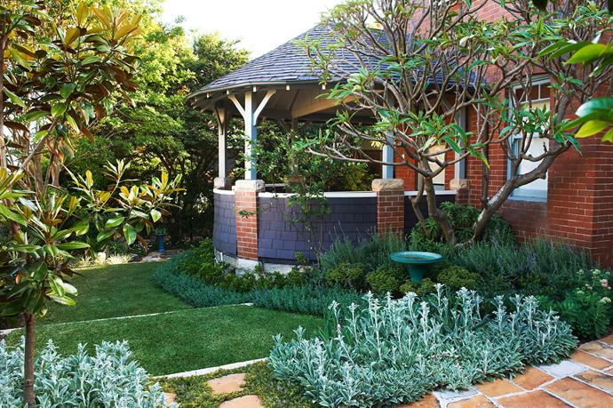"""[Lawn loves sun](http://www.homestolove.com.au/how-to-care-for-your-lawn-3472/?utm_campaign=supplier/