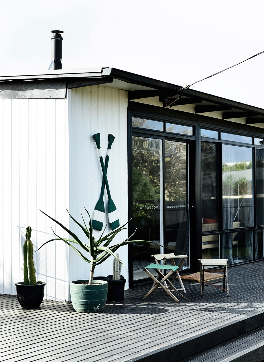 """This classic [beach shack](https://www.homestolove.com.au/beach-shack-gets-unique-makeover-3779