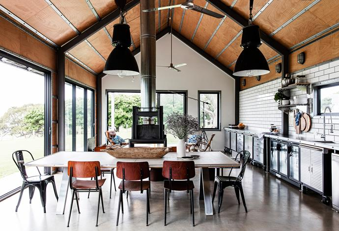 "This South Coast holiday house was designed by Alexander Michael & Associates and is available for holiday rentals. For info and bookings, go to [theshedgerroa.com](https://theshedgerroa.com/?utm_campaign=supplier/|target=""_blank""). Styling: Louise Bickle 