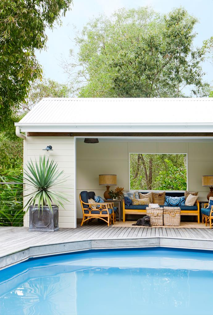 "Beside the pool, Angela has created an inviting [outdoor room](http://www.homestolove.com.au/6-outdoor-rooms-that-get-the-balance-right-1649|target=""_blank"")."