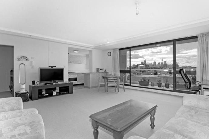 The stunning view of Sydney is the winner in the apartment but the open-plan living/dining doesn't utilize the space to its full potential.