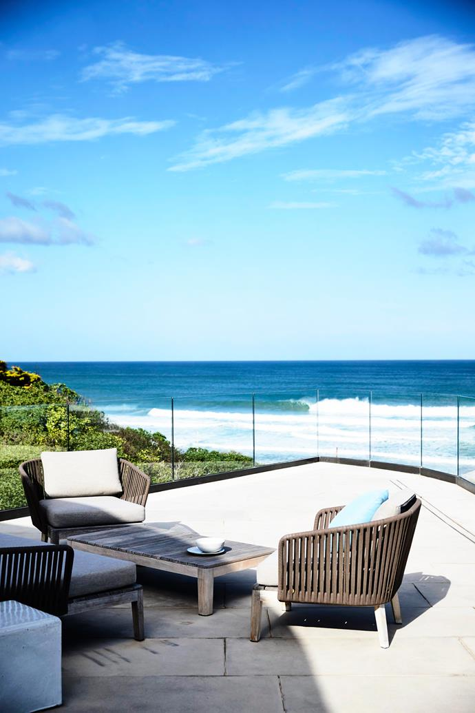 """The brief included multiple [outdoor entertaining spaces](http://www.homestolove.com.au/5-tips-for-the-ultimate-outdoor-entertaining-area-3565