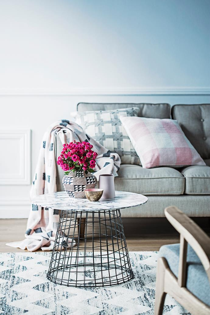 """This [DIY faux marble coffee table](http://www.homestolove.com.au/diy-faux-marble-coffee-table-3338