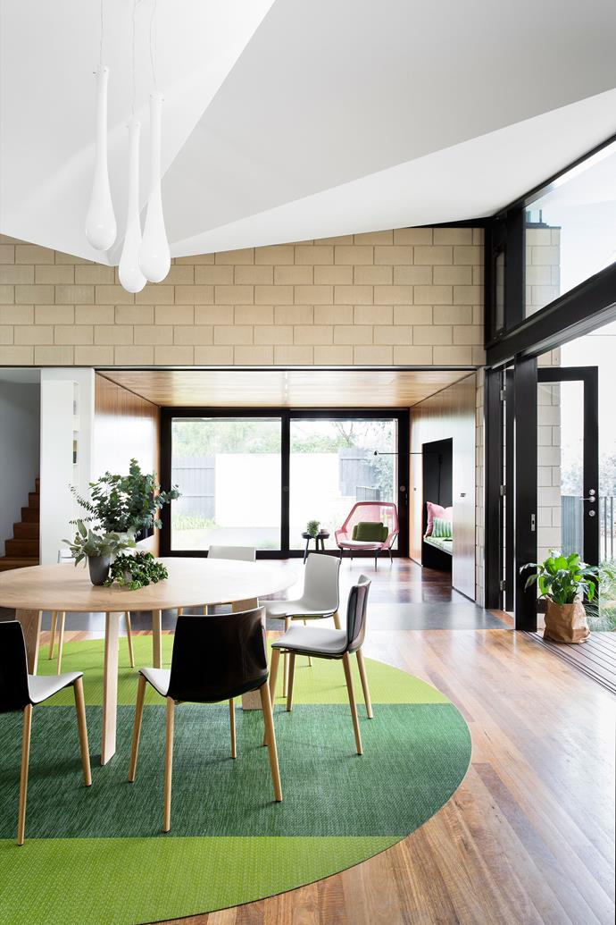 """Inner Circle by [Atticus & Milo]( target=""""_blank""""). A lively family of five turned to Atticus & Milo to create a casual, robust and playful space in their Melbourne home. """"The colour palette was inspired by the clients' love for the lush garden and complements the architecture,"""" says Caecilia. The bespoke round rug from Bolon and the soaped American Oak dining table both help with circulation through the open plan space, and it has become the hub of family life. *Photography by Martina Gemmola.*"""