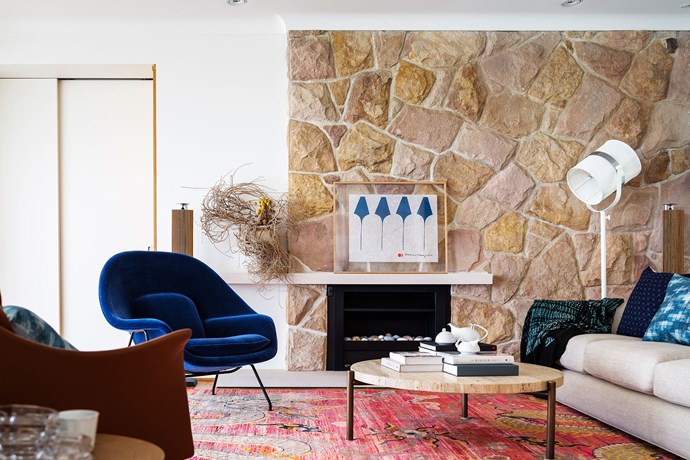 """Hearth and Soul by [Alwill Interiors](http://alwill.com.au/ target=""""_blank""""). Part of a total renovation of a 1950s home overlooking Sydney's Middle Harbour, this open-plan living room enjoys spectacular views. The challenge, says interior designer Romaine Alwill, was to make it feel cosy and rich. """"Inspiration came from colours and textures of the Mediterranean, and the architect's use of warm, textural sandstone,"""" she says. """"Also, the owner loves mid-century style, so a nod to that era felt appropriate. *Photography by Justin Alexander*"""