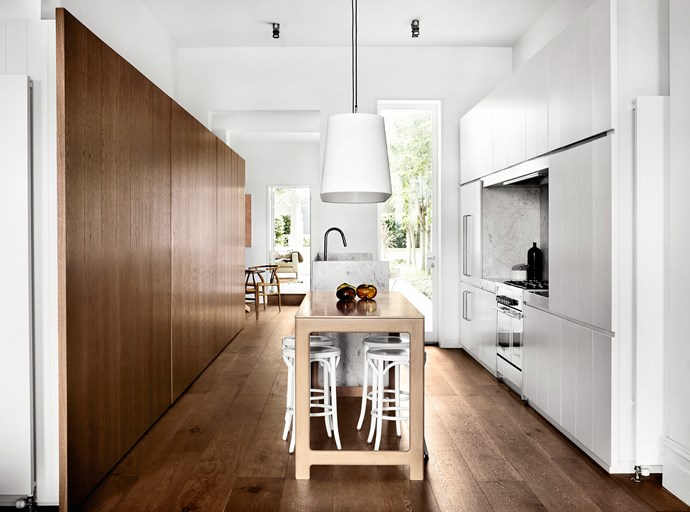 """[Whiting Architects](http://whitingarchitects.com/ target=""""_blank"""") kitchen. From *Belle* April 2014. * Photograph by Sharyn Cairns.*"""