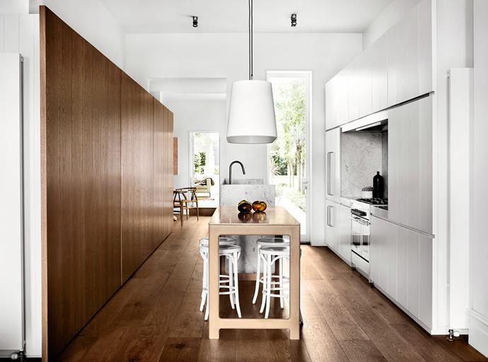 "[Whiting Architects](http://whitingarchitects.com/|target=""_blank"") kitchen. From *Belle* April 2014. * Photograph by Sharyn Cairns.*"