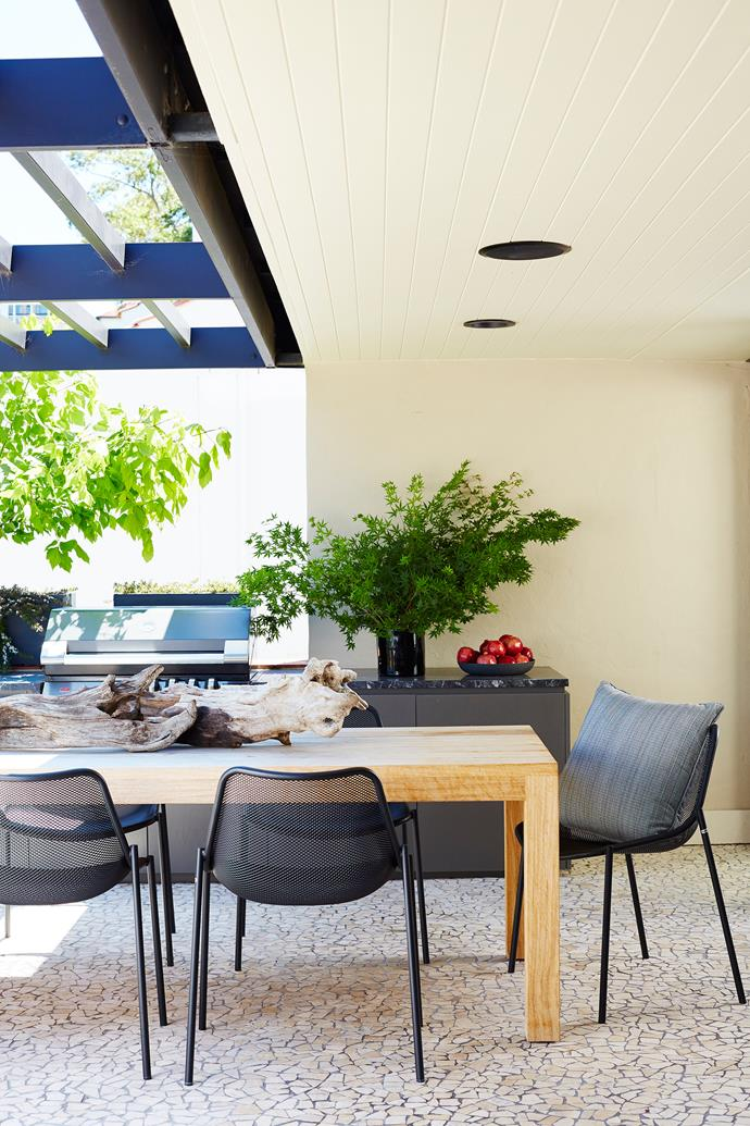 """This apartment is terrific for [entertaining](http://www.homestolove.com.au/5-tips-for-the-ultimate-outdoor-entertaining-area-3565