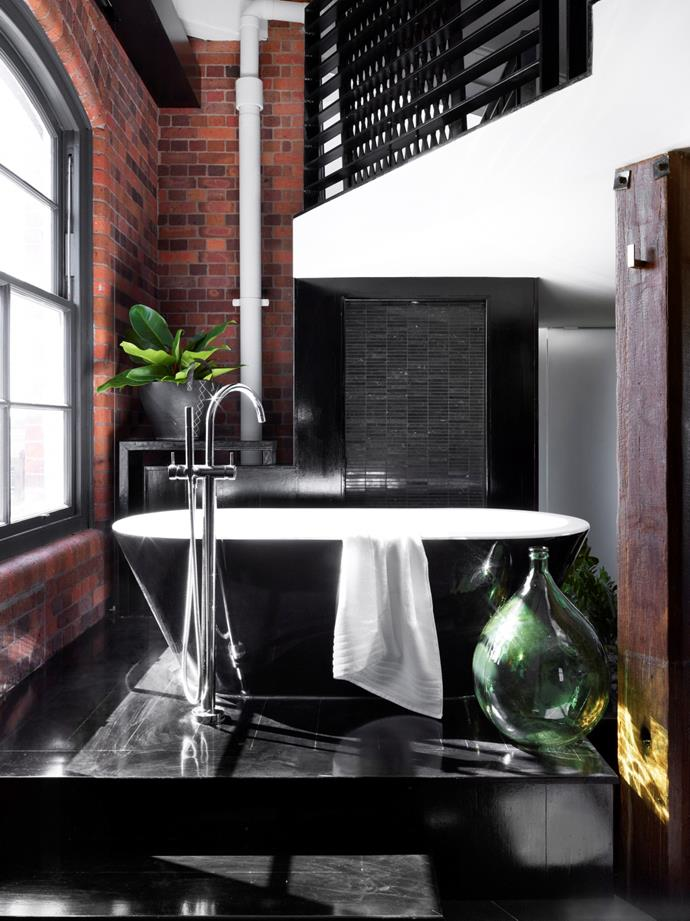 "The Wet Wing by [Tonic](http://www.tonic.cc/|target=""_blank""