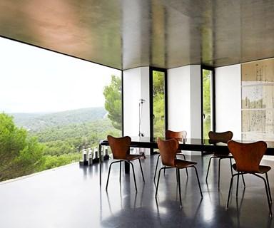 An urban villa in the hills