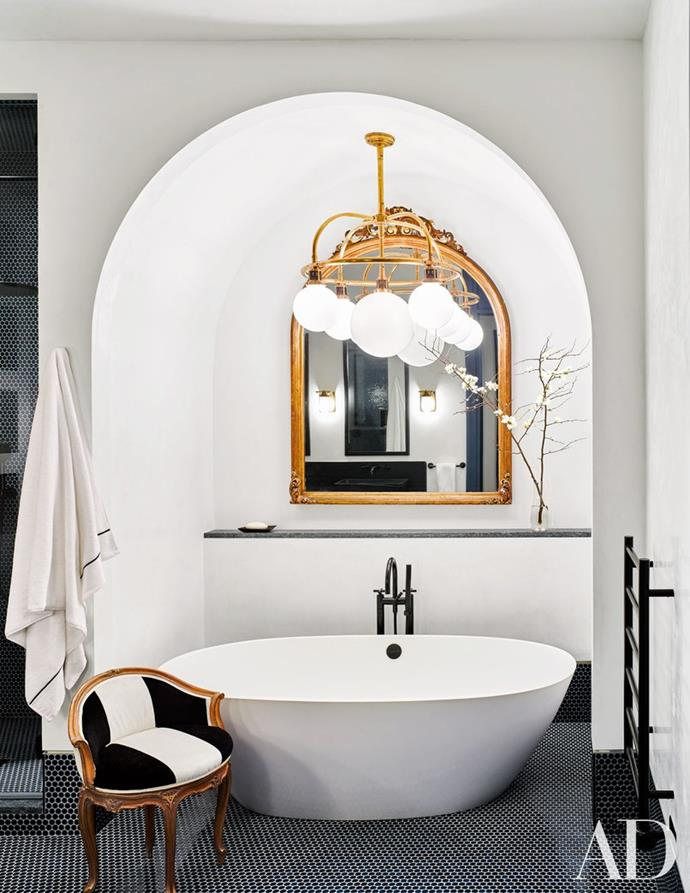"""You'll find this lavish bathroom inside [Naomi Watts and Live Schreiber's New York City apartment](http://www.homestolove.com.au/inside-naomi-watts-and-liev-schreibers-new-york-city-apartment-2923 target=""""_blank""""). Just like the rest of their home this bathroom oozes with style – the perfect fusion of traditional and modern decorating. Photo via: [Architectural Digest]( http://www.architecturaldigest.com/  target=""""_blank"""" rel=""""nofollow"""")."""