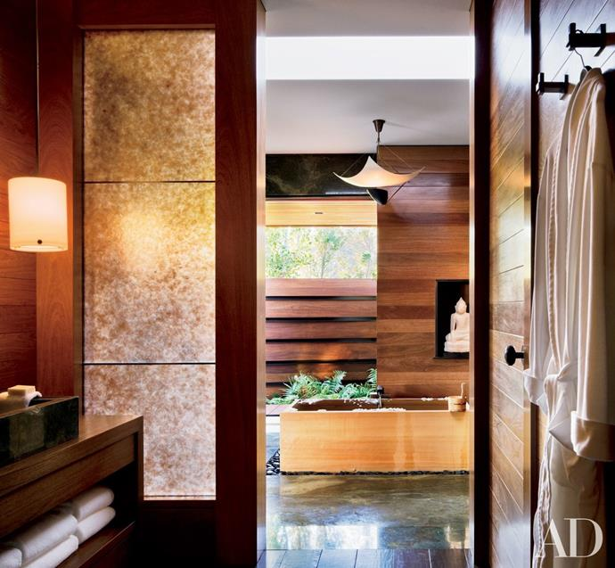 """This zen-like retreat is located in Jennifer Aniston's former [1970s Beverly Hills home](http://www.architecturaldigest.com/gallery/jennifer-aniston-at-home-slideshow#8 target=""""_blank"""" rel=""""nofollow""""). The Hollywood star redesigned the bathroom specifically to include a spa bath and a soaking tub – the ultimate indulgence. Photo via: [Architectural Digest](http://www.architecturaldigest.com/ target=""""_blank"""" rel=""""nofollow"""")."""