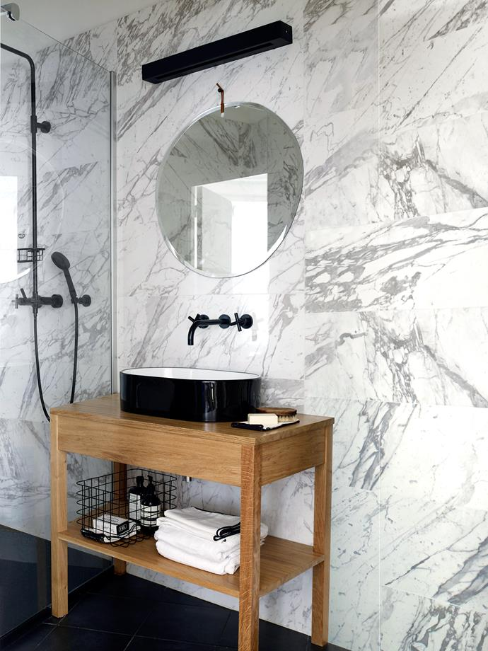 Made-to-measure furniture takes into account the triangular form of the bathroom. Tara tapware by Dornbracht.