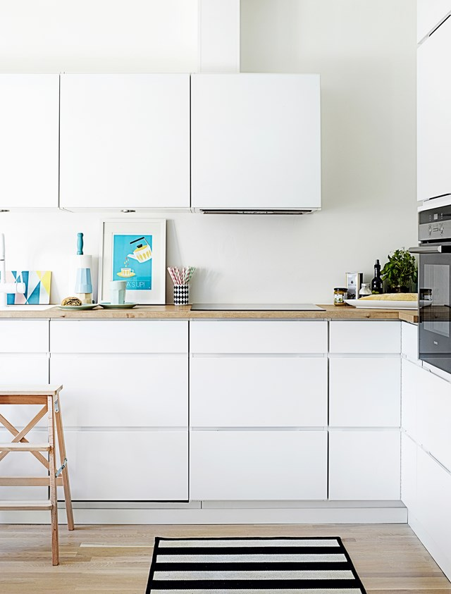 """An open-plan kitchen with neutral finishes and plenty of storage creates a sense of space and fluidity in this [loft apartment](https://www.homestolove.com.au/a-loft-apartment-designed-for-entertaining-4248