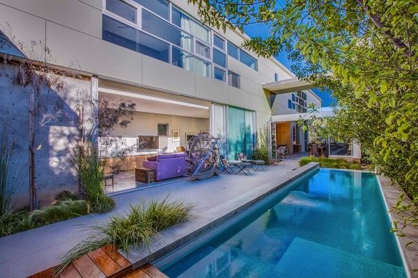"""Famous for her starring role in *Game Of Thrones* British actress, Emila Clarke, just bought herself a tidy [$6.1M mansion](http://www.homestolove.com.au/emilia-clarke-takes-possession-of-61m-modern-mansion-4231