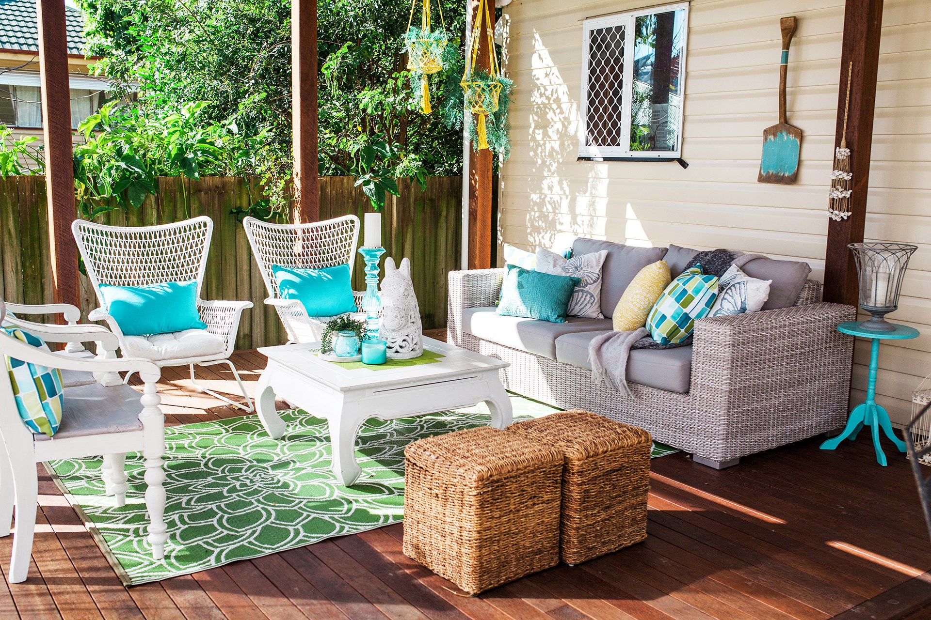 """The outdoor sitting area of this [Brisbane home](http://www.homestolove.com.au/diy-renovation-of-a-queenslander-cottage-4264 target=""""_blank"""") is cleverly defined with a vibrant outdoor rug. Photo: Josette Van Zutphen."""