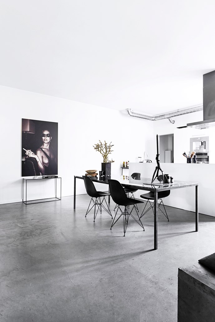 Ingeborg has painted the legs of her Eames dining chairs black to create a unified look.