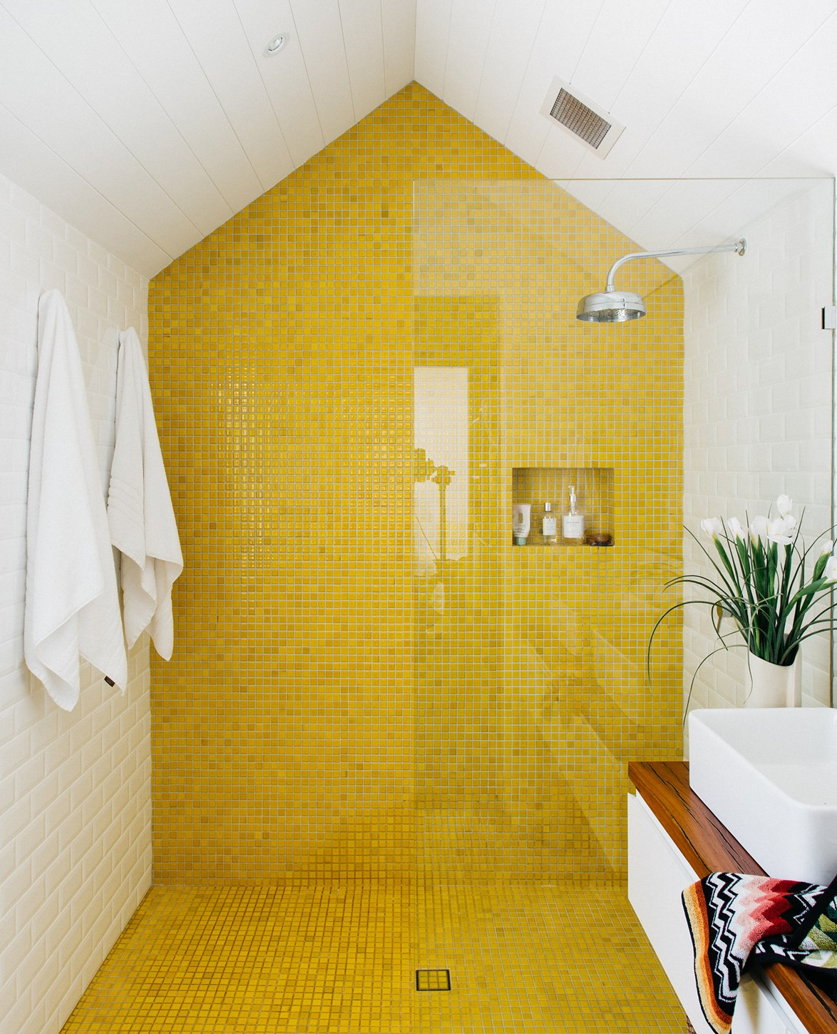 "This bathroom in a [renovated sandstone cottage](https://www.homestolove.com.au/a-heritage-sandstone-cottage-renovation-4285|target=""_blank"") gives us major happy vibes with its yellow tile feature wall. *Story: real living*"
