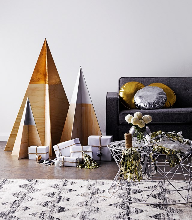 "Here are 7 mini [DIY Christmas tree ideas to try >](https://www.homestolove.com.au/mini-christmas-tree-ideas-20871|target=""_blank"")"