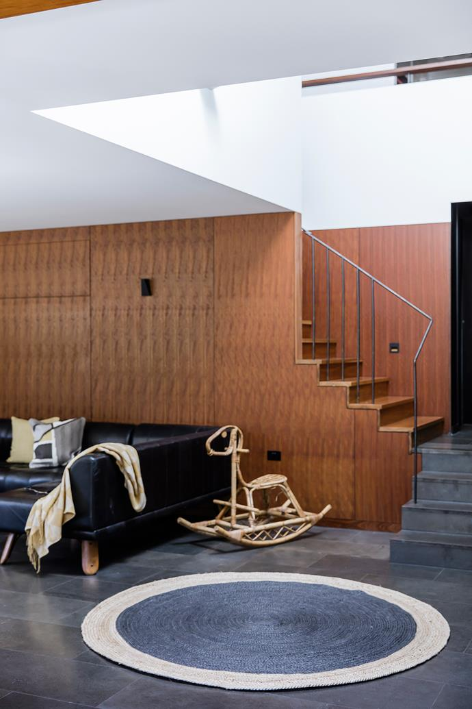"Taking inspiration from the spotted-gum [flooring](http://www.homestolove.com.au/how-to-choose-the-right-flooring-4347|target=""_blank"") upstairs, the architects used the same species on the ground floor joinery, walls and ceilings."