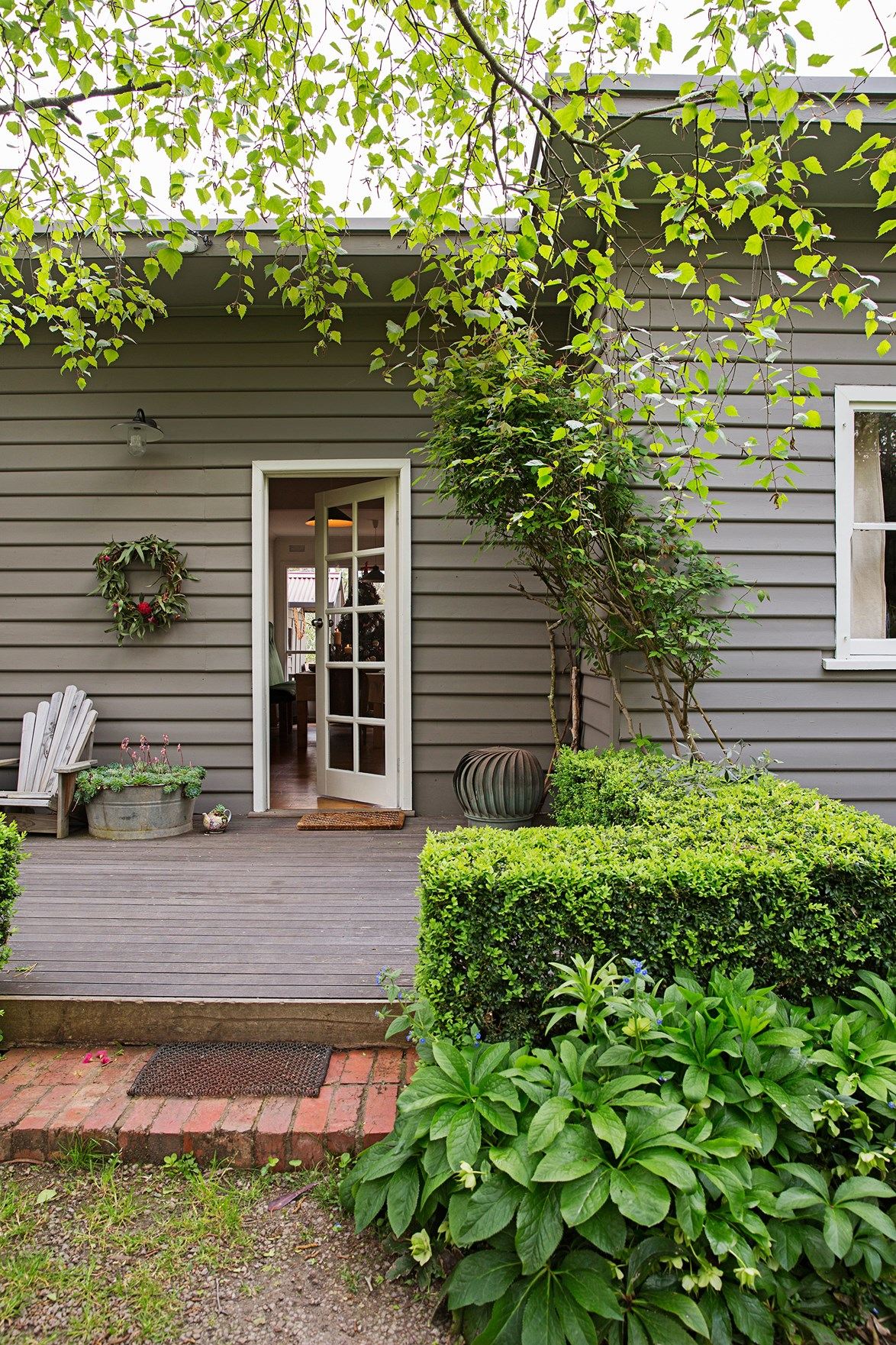 Originally seeking a house on several acres in Victoria's Mornington Peninsula, this 1940s weatherboard cottage proved impossible to resist. See more of this [charming cottage restoration](http://www.homestolove.com.au/a-cottage-restoration-in-rural-victoria-4364). *Photography: Katherine Jamison | Story: homes+*