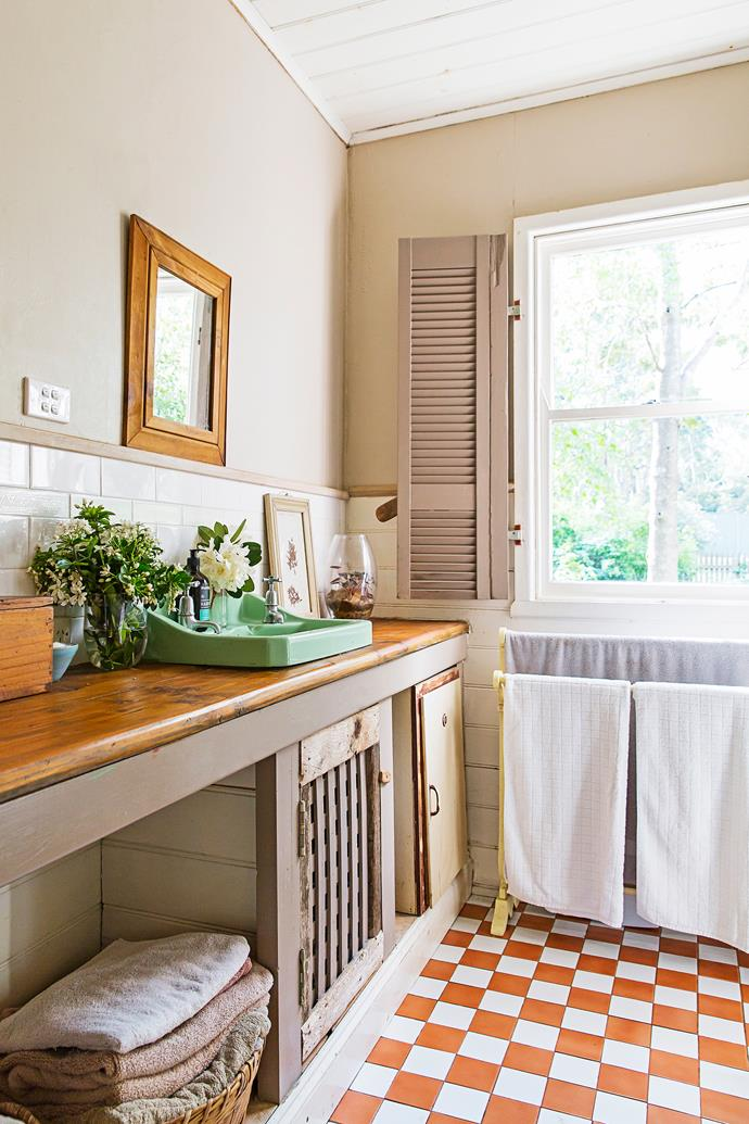 The original bathroom oozes with country charm. Flowers from Jenny's garden sit in a vase from Country Road.