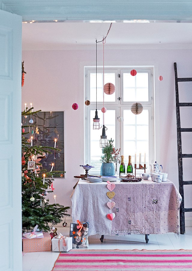 "In this [cheerful home](http://www.homestolove.com.au/a-scandinavian-abode-with-a-pastel-palette-4423|target=""_blank""), Christmas decor comes by way of metallic ornaments, layers of luxurious fabrics and gentle shimmering lights."