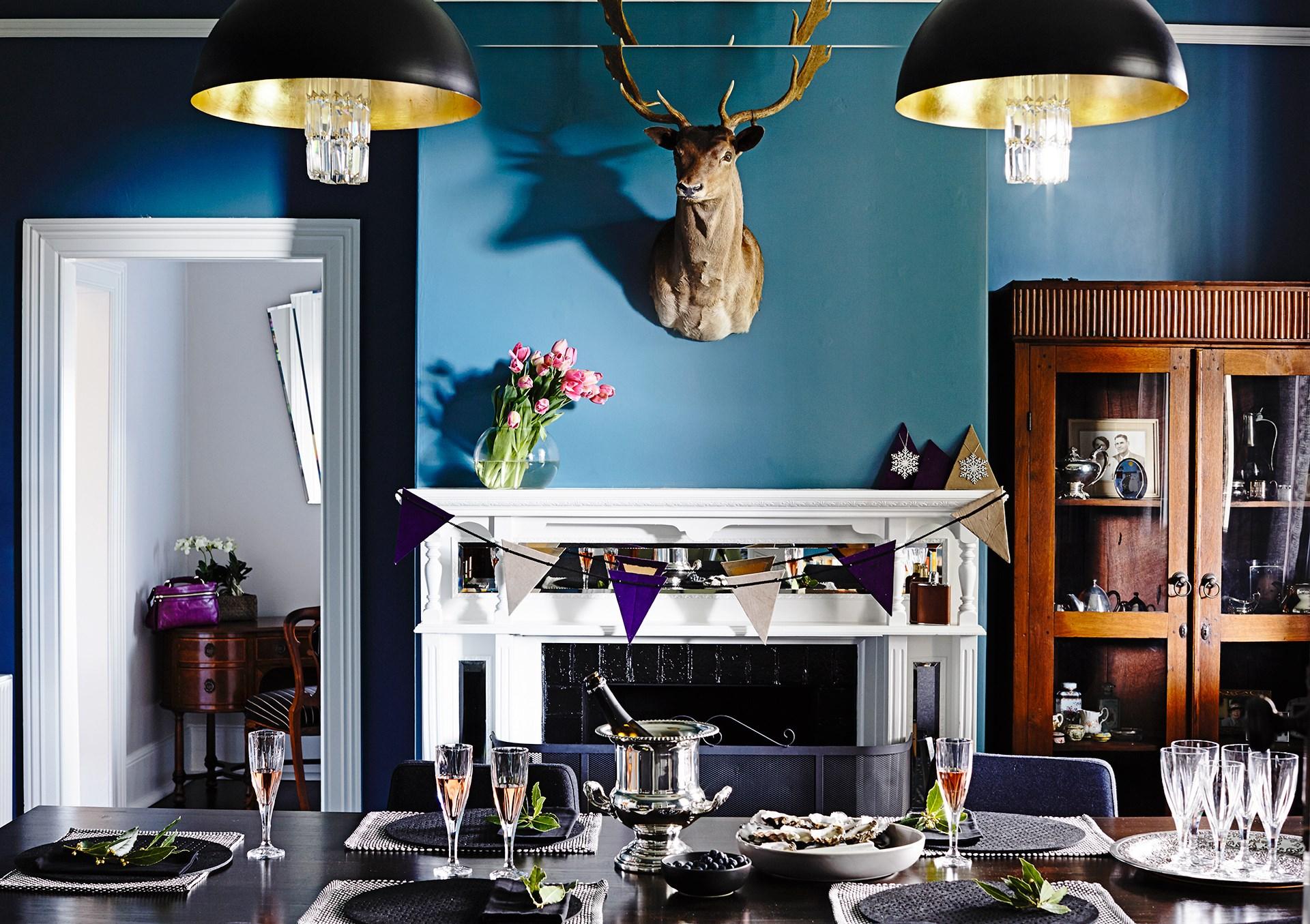 "The table is set for an elegant Christmas Day lunch in this [historic two-storey Hobart manor](http://www.homestolove.com.au/elegant-christmas-decor-ideas-3966|target=""_blank""). Photo: Derek Swalwell / *Australian House & Garden*"
