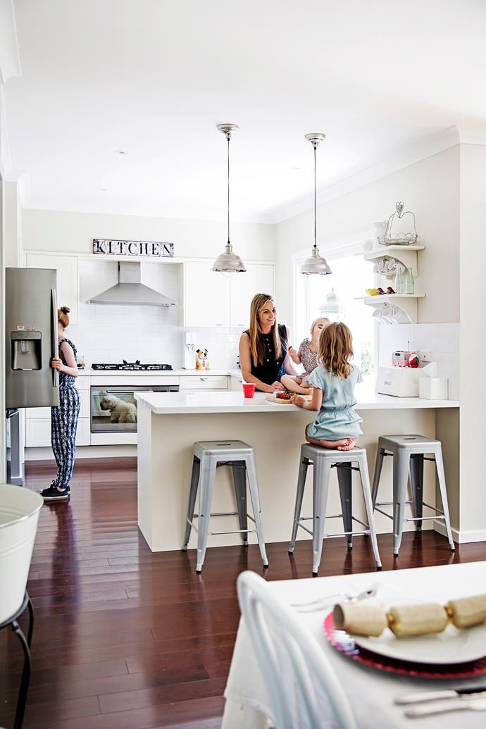 "Briony's open-plan kitchen by [Freedom](https://www.freedomkitchens.com.au/|target=""_blank""