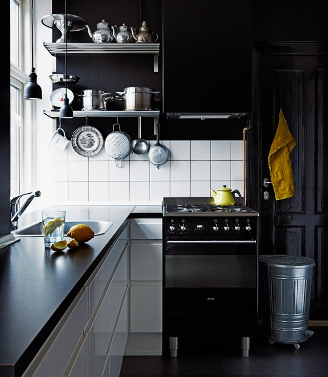 "If you're looking for an affordable way  to give your existing kitchen a sleek black update, try giving your walls a coat of paint. Take cues from this contemporary kitchen in an [inner-city apartment](https://www.homestolove.com.au/a-theatrical-inner-city-apartment-with-artistic-flair-4517|target=""_blank"") to get the look just right. *Photo: Martin Solyst, Erik Bjorn & Company / Living Inside*"