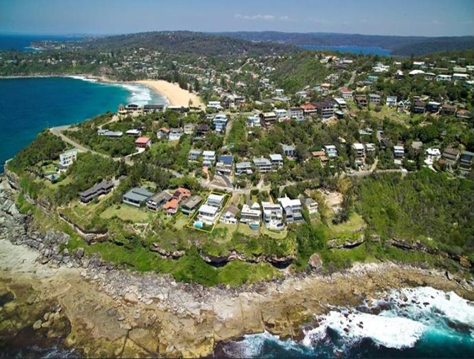 A bird's-eye view of the exclusive location on Sydney's northern beaches.  Photo: [Realestate.com.au](https://www.realestate.com.au/sold/property-house-nsw-palm+beach-106332574).