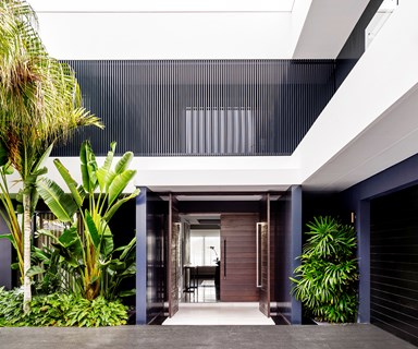 Black and white keeps the beat in this glamorous Gold Coast home