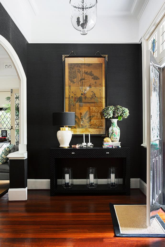 Elaine introduced touches of black in the form of acacia grass wallpaper in the entrance, contrast trims on blinds and the metal frames of the floor-to-ceiling sliding doors that lead from the dining area to the patio.