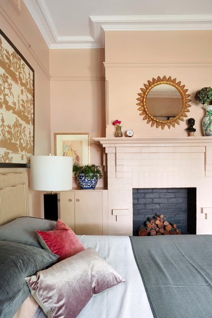 Stepping away from the white used elsewhere, Elaine selected a blush colour for the walls, sisal underfoot and dressed it up with black and gold accents like the antique sunburst mirror.