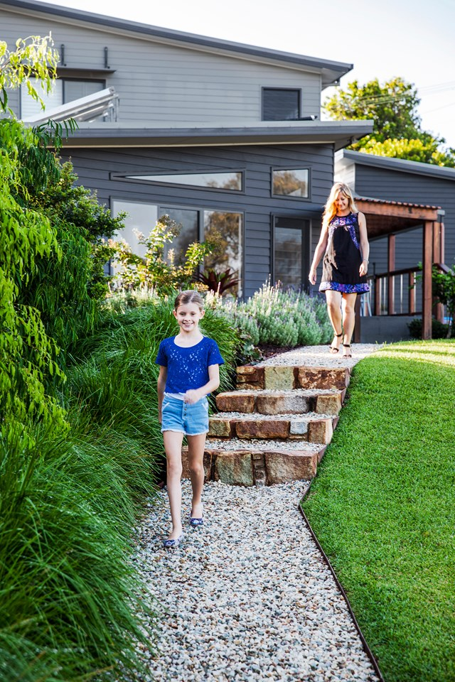 "**SLOPING GARDEN**<p> <p>From retaining walls and terraces to levelling out the soil completely, there are a few ways to [maximise a sloping garden](https://www.homestolove.com.au/how-to-maximise-a-sloping-garden-4849|target=""_blank""). While gentler slopes can probably be left untouched and simply reinforced with plants, grass and pathways, harsher slopes may require the creation of several terraced zones and the construction of garden steps.<P> <p>*Photo: Scott Hawkins / Story: Australian House & Garden*<p>"