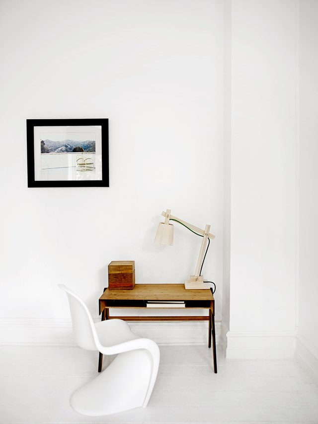 "A clear desk equals a clear mind. At least, that's how it feels in the study nook of this minimalist [black and white apartment](https://www.homestolove.com.au/apartment-tour-decorating-with-black-and-white-4873|target=""_blank""). A simple wooden desk has been paired with a Vitra ""Panton Junior"" chair. *Photo: Brigitta Wolfgang Drejer / realliving*"