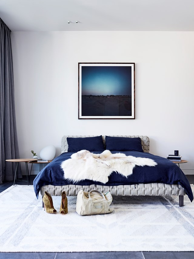 "A [luxury apartment](https://www.homestolove.com.au/a-luxury-melbourne-apartment-styled-by-simone-haag-4895|target=""_blank"") like this deserves a hotel-style master suite and that's just what interior stylist Simone Haag has delivered. Rich colours and textures create a cosy and cohesive feel and that layered bed makes you want to dive right in. Photo: Mark Roper / *Belle*"