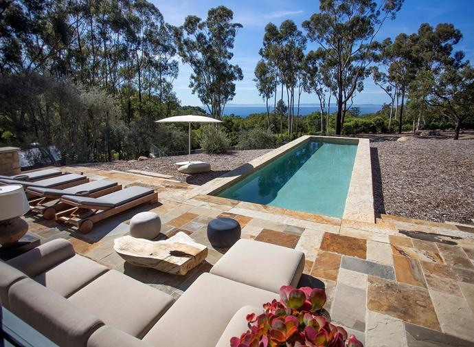 The sandstone-framed lap pool blends in seamlessly with its natural surroundings, with view over the mountains and the Pacific Ocean.