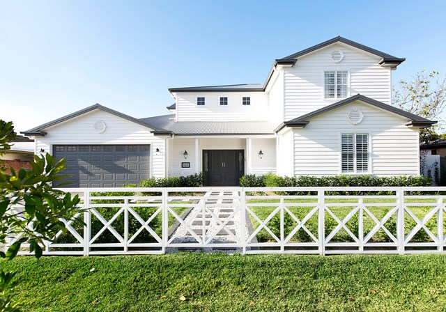 Hamptons-style was the inspiration for this [new build weatherboard](http://www.homestolove.com.au/weatherboard-house-combines-hamptons-style-with-hollywood-glamour-4966) on the Gold Coast in Queensland. *Photography: Elouise Van Riet-Gray | Story: homes+*